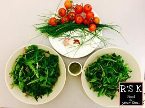 Ingredienti: Verzole, cicoria, erba cipollina, pomodorini, peperoncino, aglio, olio e sale.