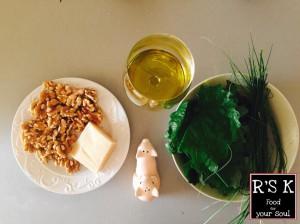 Ingredienti: Alliaria, erba cipollina, noci, parmigiano reggiano, olio extravergine di oliva, salee pepe.